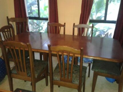 Dining Room Extendable Table With 6 Chairs For Sale