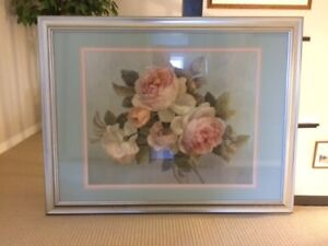 Gorgeous gold picture frame with flower