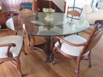LARGE ROUND DINING TABLE And 6 CHAIRS