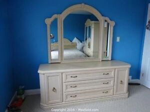 Blond wood bedroom set - excellent condition