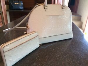 COACH - BEAUTIFUL USED ONCE MATCHING WHITE PATEND PURSE & WALLET