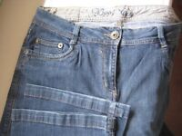 BOOT CUT JEANS - SIZE 14