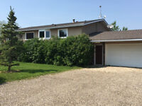 Luxury Home- 6 Acres - 5minutes from G.P