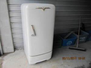 Vintage Crosley Shelvador CAE8 Refrigerator Circa1940-50'sWorks