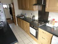 4 bedroom House close to the station/off street car park/garden