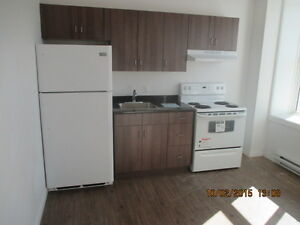 Apt in St Johns, $775, 2BR + hydro, electric heat (K527)