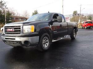 2011 GMC Sierra 1500 SLE, 4X4, RARE 8 FT BOX!!