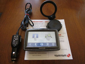 Tomtom XL N14644 310 GPS + Car Charger + Mount