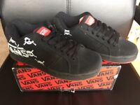 VANS 'Widow (Digskul)' Black / Red Skate Shoes, Size 5, New in Box