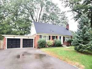 Renovated 3+1 Bed, 2.5 Bath Home Has A Beautiful Chef's Kitchen