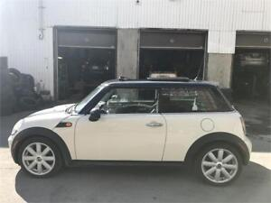 2008 Mini Cooper 4Cylinder Toit panoramique, Bluetooth, Mags