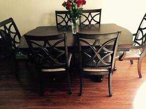 Wooden table and chairs (contact me by sms, please)
