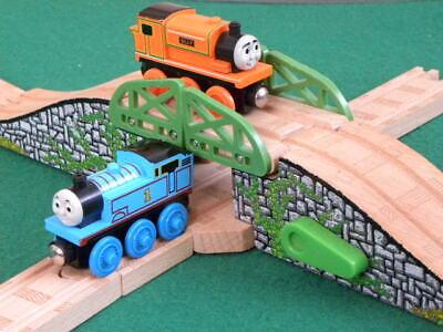 lots individual GENUINE BRIO TRAINS for THOMAS /& FRIENDS WOODEN RAILWAY set
