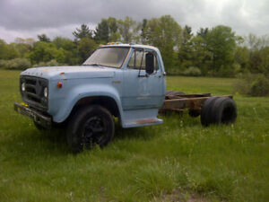 looking for a 1973-1977 dodge d600