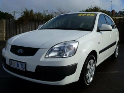 2009 Kia Rio JB MY09 LX HATCHBACK 5DR MAN 5SP 1.4I White Manual Hatchback South Burnie Burnie Area Preview