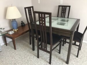 Contemporary Dining Room Table with 6 Chairs Excellent Condition