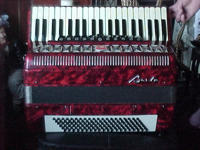 BEAUTIFUL BAILE PIANO ACCORDION