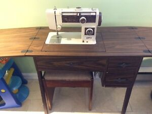 Sewing Machine with table and drawers
