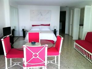 Great beach front condo, located in Acapulco, Mexico! Excellent