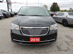 2016 Chrysler Town & Country Touring Windsor Region Ontario image 2