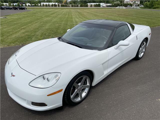 2005 White Chevrolet Corvette Coupe  | C6 Corvette Photo 6