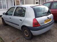 RENAULT CLIO 2001 - Reduce from £200 to £100 for Quick Sale GOOD FOR SPARE PARTS AUTOMATIC SILVER