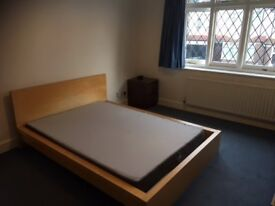 Double bedroom within 10 minutes of Clapham South, Balham, Brixton (incl garage, garden).