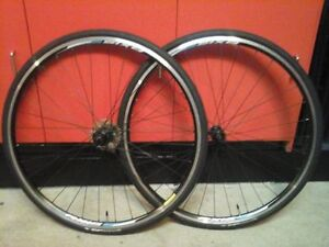 Roues Dt swiss axis classic 10 vitesses