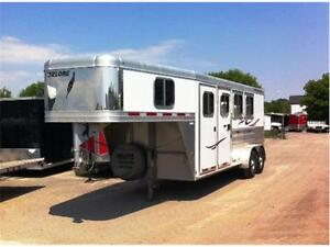 2011 FEATHERLITE 3 HORSE SLANT LOAD PRICE JUST REDUCED!
