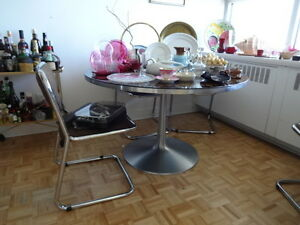 Round Tulip Table with Four Chrome Chairs