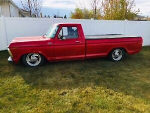 1977 Ford F150 with air lift kit