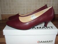Ladies Court Shoes size 6 ee