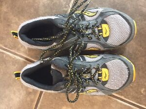 Boys Size 13.5 Saucony Running Shoes; Excellent Condition