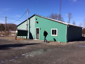 Rural Commercial Location for Sale with office space/2 garages