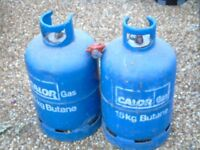 15kg Gas bottles x 2 with one regulator. 1 bottle full the other empty