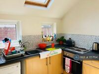 5 bedroom house in Oxford Gardens, Stafford, ST16 (5 bed) (#1157154)