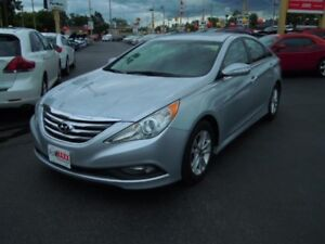 2014 HYUNDAI SONATA GLS - SUNROOF, REAR VIEW CAMERA, HEATED FRON