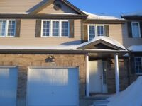 587 Goldthread St-Newer Immaculate Townhome in Laurelwood