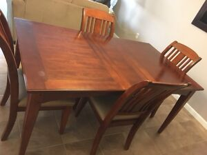 $ 500 For Sale Beautiful Wood Dining room table and four chairs