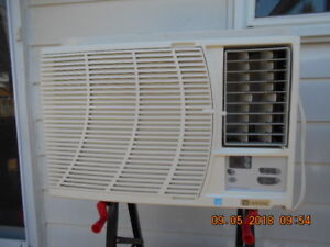 Maytag Air Conditioner/ Climatiseur