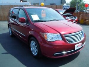 2013 CHRYSLER TOWN & COUNTRY TOURING- SUNROOF, DVD PLAYER, NAVIG