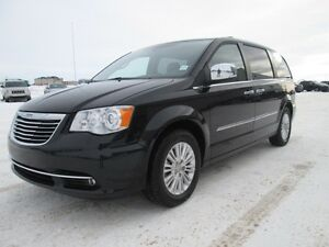 2012 Chrysler Town and Country Limited Loaded!!!! Dual DVD, Lea