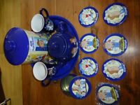 NEW TETLEY TEA FOLK WADE TEA POT, TETLEY TIME OUT MUGS, BISCUIT TIN, COASTERS, TRAY - ALL BRAND NEW