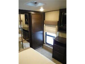 2016 Columbus 340RK Luxury Rear Kitchen 5th Wheel - 3 Slideouts Stratford Kitchener Area image 16