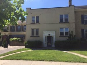One bedroom apartment downtown 825.00 plus per hydro Aug 1