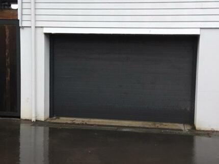 Double Garage door with Remote Controll