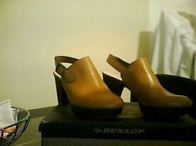 Clarks tan ladies shoes
