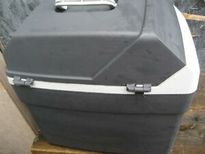 Saab portable cooler/ warmer. External 15x15x11 inches. Manual.