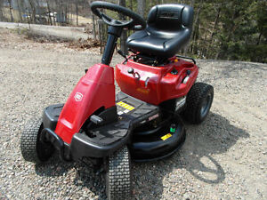 2013 .TRACTOR SEARS CRAFTSMAN ..  ..LOOKS NEW ,,, NO ENGINE,,