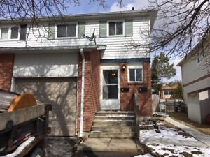 Barrie, Upper level 2 Bedroom, 2 parking, legal duplex